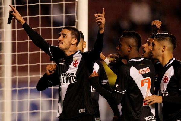 Thiago Galhardo comemora gol pelo Vasco contra a LDU