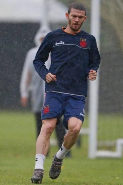 Luiz Gustavo deve retornar à lateral direita do Vasco
