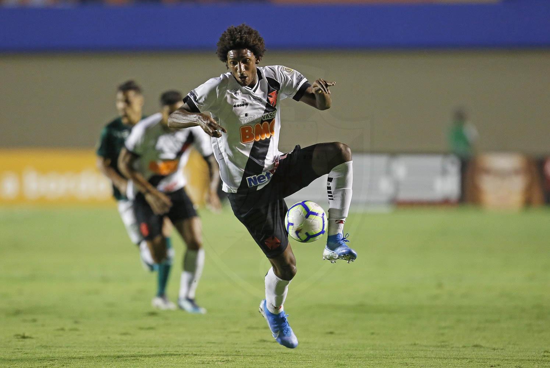 Talles em ação contra o Goiás pelo Brasileirão