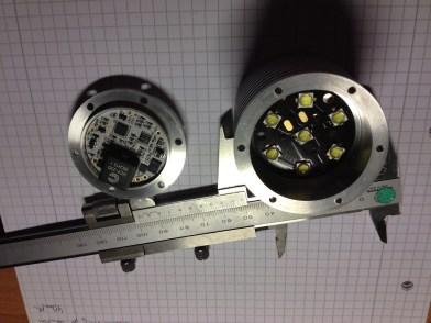 Gehäusemaße sind Durchmesser 50mm und Länge 50mm
