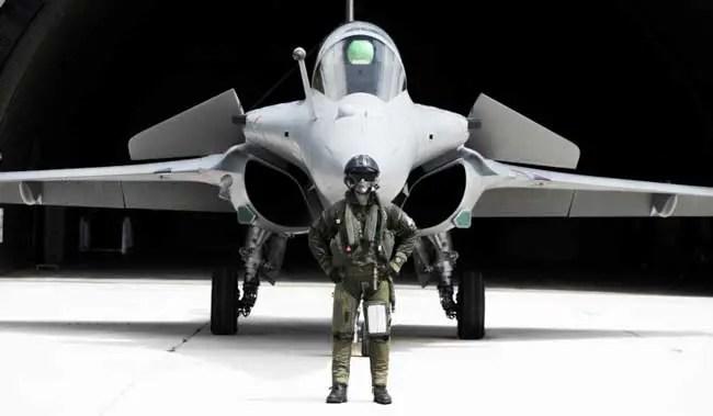 Dassault_Rafale-pilot-wearing-BR03