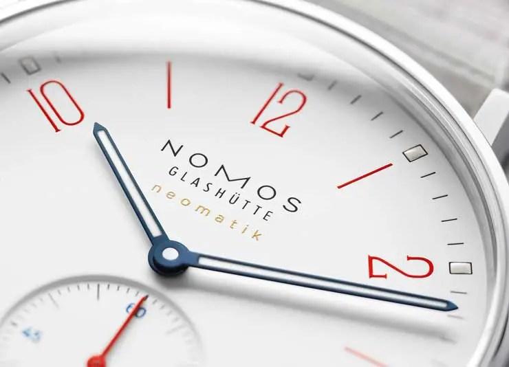 Nomos Ahoi und Nomos Club in sommerlichem Signalweiß