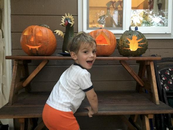 Helle Aufregung auf die Nacht vor Halloween bei meinem Enkelkind Callum Currier