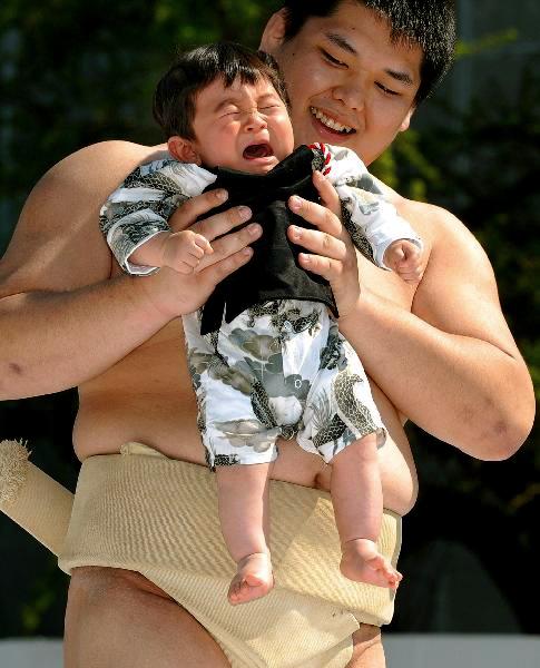 La Naki Sumo, ou qui pleure le plus fort?