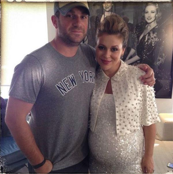 Alyssa Milano, actrice américaine surtout connue par la série Charmed, et son mari David Bugliari, agent artistique. Le couple est déjà heureux parents du petit Milo, 2 ans.