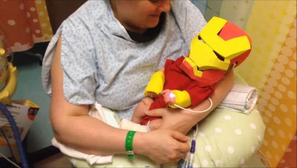 Bebe malade costume Iron Man