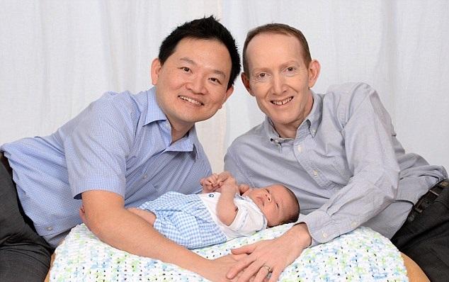 meres porteuses enfant parents couple homosexuel 3