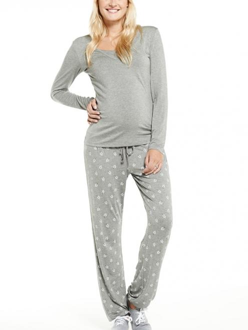 """Ce pyjama vous apporte un confort abolu. Et en plus, il est 2 en 1 ! Pas besoin de se racheter des pyjamas d'allaitement, grâce à ce douillet ensemble extensible. Pyjama """"Miranda"""" gris de Mamalicious. 39 euros 95/"""