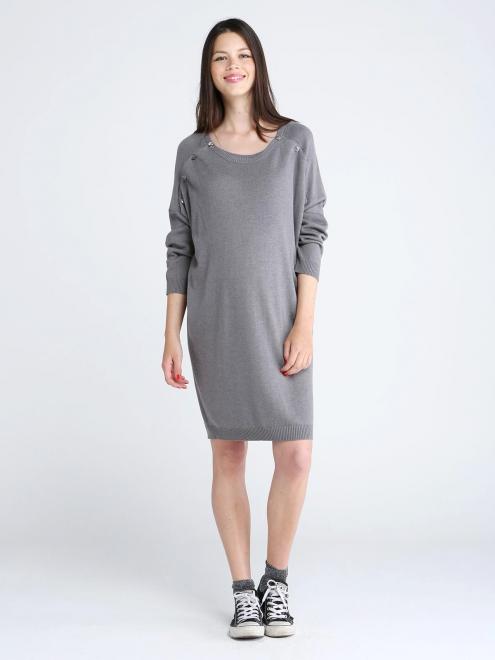 Deux en un ! Cette robe grise en laine vous permettra d'être à l'aise tout au long de votre grossesse, mais aussi de pouvoir allaiter facilement grâce aux boutons situés aux épaules. Robe pull de grossesse et d'allaitement à boutons en laine grise Lotus, Emoi émoi, 120 euros.