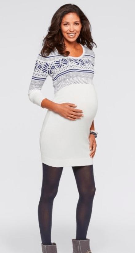 On ose le blanc pour mettre en valeur nos formes de femme enceinte. Cette robe à motifs norvégiens nous permettra d'être à l'aise grâce aux fronces présentes à la taille. La robe de grossesse en maille à motif norvégien, Bonprix, 24,99 euros.