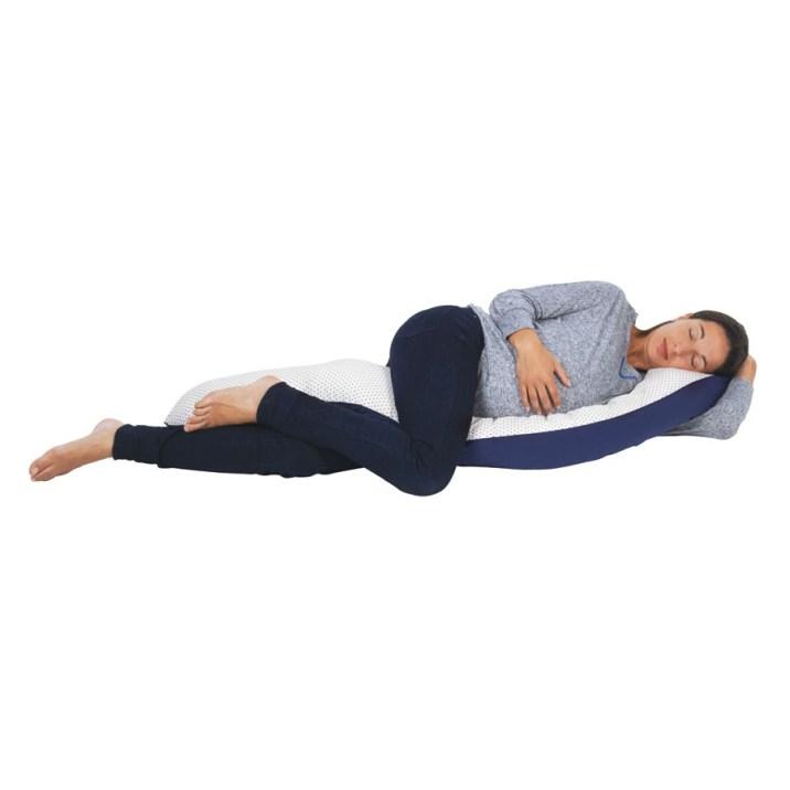 Un coussin à avoir absolument pour être à l'aise durant sa grossesse. Il s'adapte à notre baby bump, se transforme en coussin d'allaitement puis permet à bébé de jouer une fous grand! Un indispensable. Coussin confort évolutif, Bébé 9, 59,99 euros.