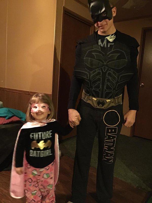 papa-batman-fille-batgirl