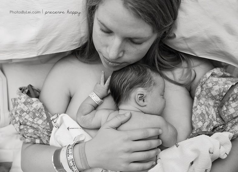 Leilani-Rogers-photographe-accouchement-maman-bebe