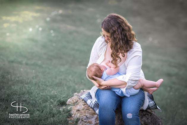 Heather-sansone-photographies-mamans-qui-allaitent-bebe-16