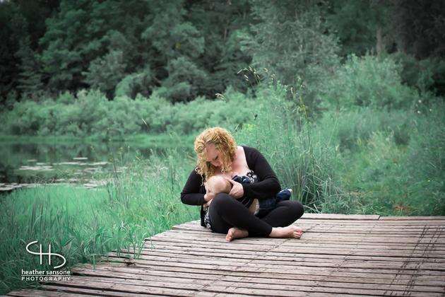 Heather-sansone-photographies-mamans-qui-allaitent-bebe-7