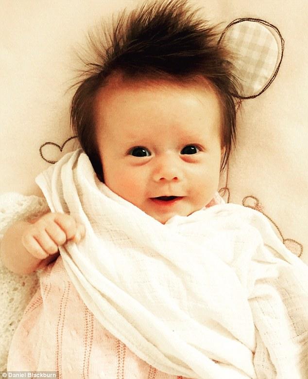 daniel bebe cheveux fous