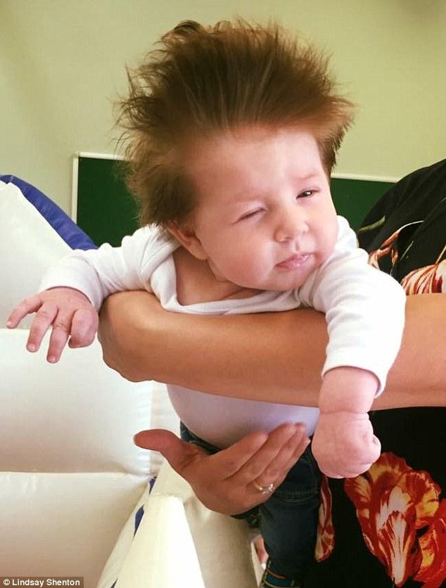 stanley bebe cheveux fous