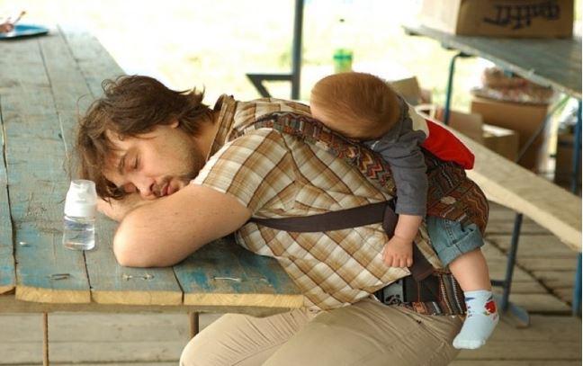 Quotidien des parents - papa qui dort