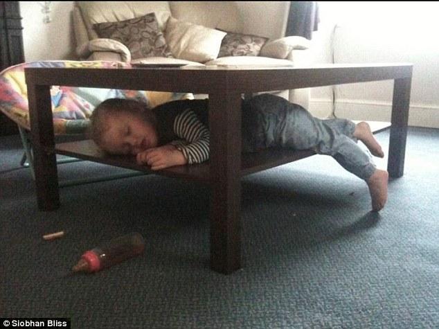 bebes-enfants-photos-endormis-nimporte-ou-6