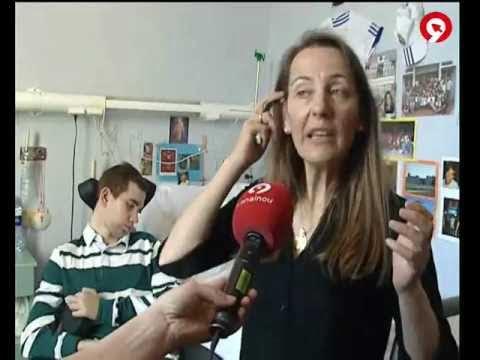 Madre de Sergio explicando el caso de su hijo, paciente del Servicio de Daño Cerebral de Hospitales Nisa