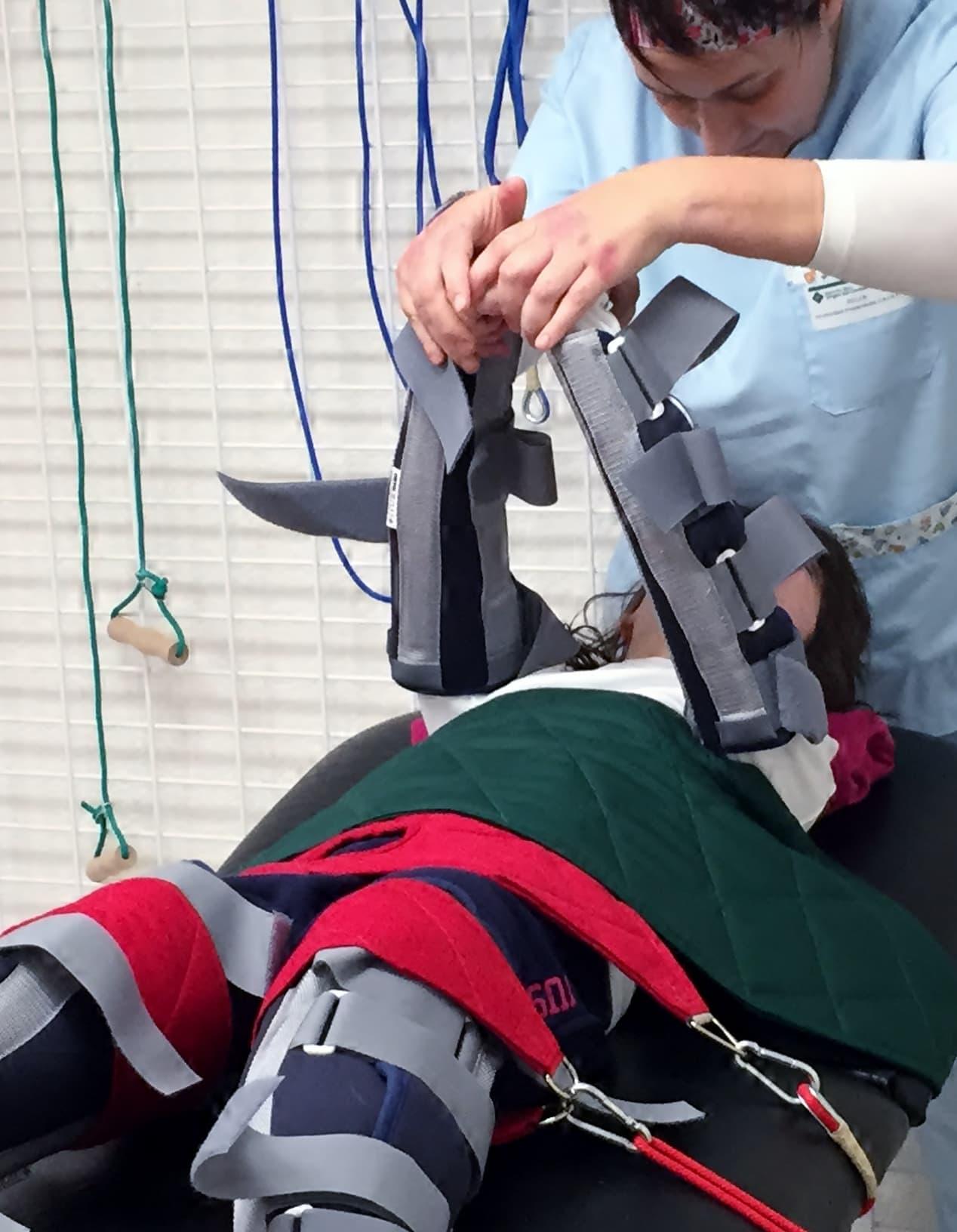 Therasuit, un traje ortopédico para mejorar la movilidad de niños con parálisis cerebral