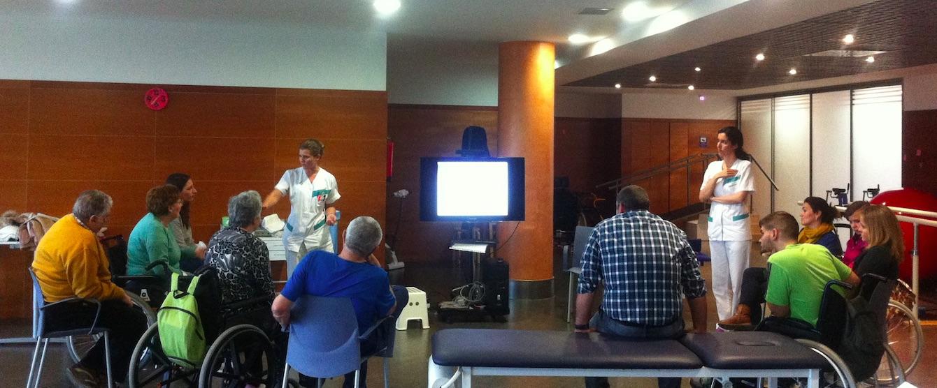 Reunión del área de fisioterapia del Servicio de Daño Cerebral del Hospitales Nisa con familiares y pacientes
