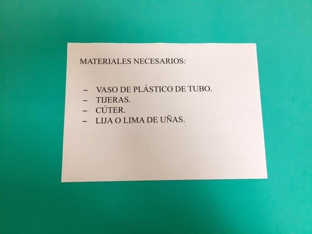 Materiales necesarios para realizar un vaso de plástico adaptado