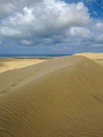 Blick von den Te Paki Sanddünen auf das Meer