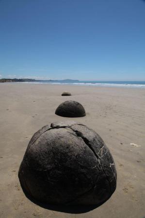 Moeraki Boulders vor Dunedin an der Koekohe Beach