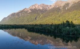 Mirror Lakes - die Berge spiegeln sich im glasklaren Wasser
