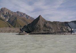 schmutziges Gletschereis vom Tasman Gletscher