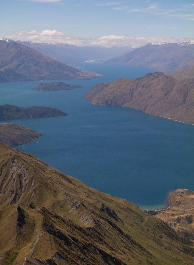 Fernsicht auf Lake Wanka und die umliegenden Bergen