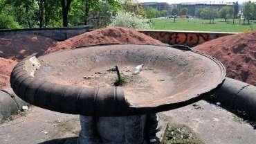 So sah der Brunnen im April 2009 aus.