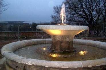 Sprudelnder Brunnen am Alaunplatz - Danke an Gero für das Foto