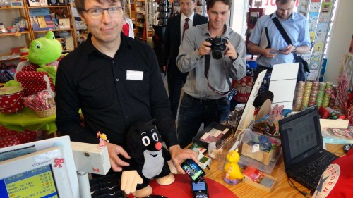 Hans-Peter Weber präsentierte im Catapult den mobilen Viertel-Dollar.