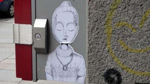 Paste-Up an einem Zigarettenautomaten an der Martin-Luther-Straße