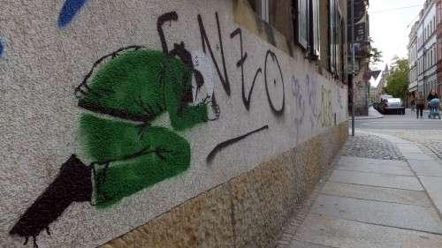 Demut in Grün ... auf der Böhmischen Straße