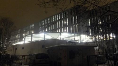 Parkhaus bei Nacht - anklicken, um das Bild zu vergrößern.