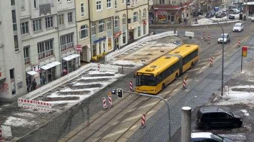 Parken und Halten auf der Südseite verboten. Vorm Rewe geht es derzeit noch.