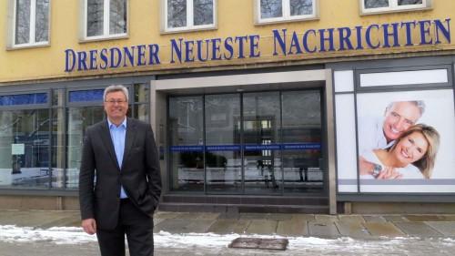 Abschied ohne Wehmut - Dirk Birgel vor dem alten Sitz der DNN.
