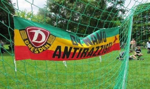 Wenn Fußball in Dresden, dann darf auch ein Dynamo-Banner nicht fehlen. Foto: Pauly