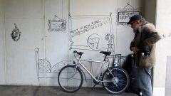 """Vor ein paar Wochen hatte ein unbekannter Filzstift-Künstler Hollis """"Wohnung"""" gestaltet."""