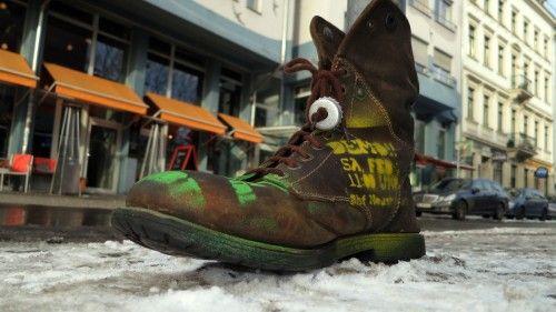 Neue Werbeform: Schuh am Mast