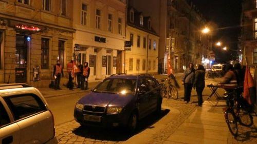 knapp vier Wochen standen die Gewerkschaftler jeden Abend vor der Kneipe