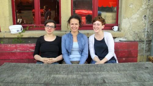 Sitzen grad noch recht entspannt, wollen aber viel bewegen: Julia Seidel, Anna Sottru und Sonja Müller