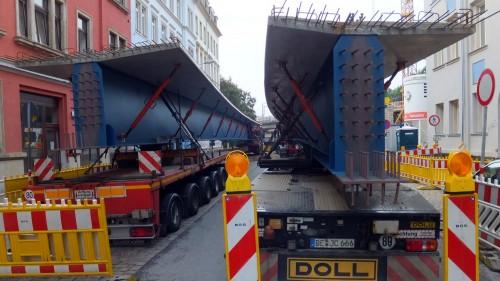 Die Träger wurden vorher in Seitenstraßen gelagert.