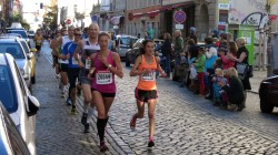 Begeisterte Neustädter feuerten die Läufer an.