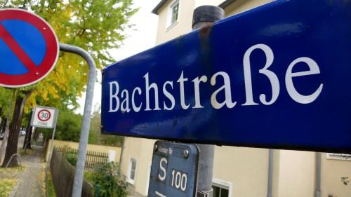 Die Bachstraße verbindet den Bischofsweg mit der Nordstraße.