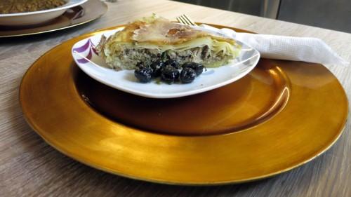 Pastilla auf goldenem Teller
