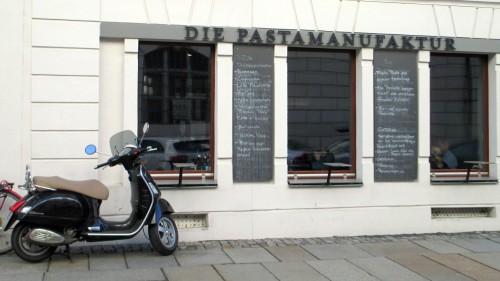 Die Pastamanufaktur - nur echt mit der Vespa